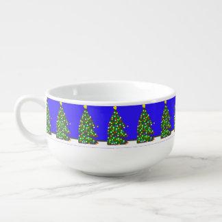 Árbol de navidad con los puntos del bulbo en azul. tazón para sopa