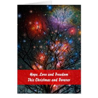 Árbol de navidad cósmico con el saludo tarjeta de felicitación