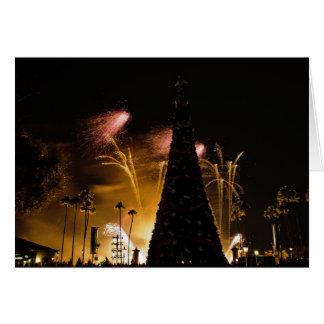 Árbol de navidad de los fuegos artificiales tarjeta de felicitación