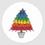 Árbol de navidad de los petirrojos del arco iris etiqueta redonda