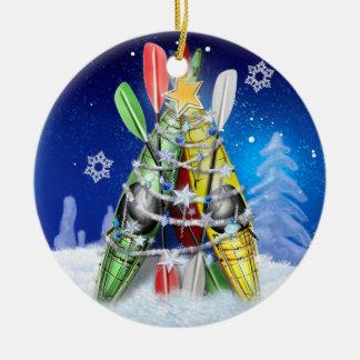 Árbol de navidad del kajak adorno navideño redondo de cerámica