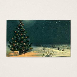 Árbol de navidad del vintage en la noche con las tarjeta de negocios