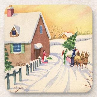 Árbol de navidad del vintage en un camino del posavasos