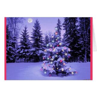 Árbol de navidad en el bosque tarjeta de felicitación