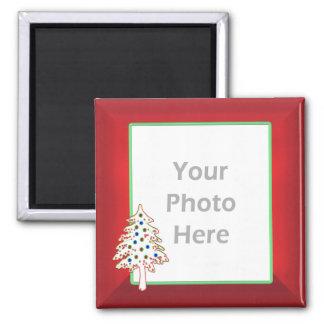 Árbol de navidad en el rojo (marco de la foto) imán cuadrado