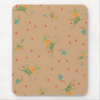 Árbol de navidad feliz mousepads