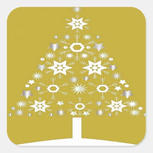 Árbol de navidad hecho de copos de nieve en el oro pegatina cuadrada