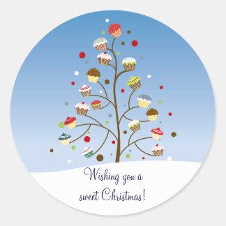 Árbol de navidad hivernal de magdalenas pegatina redonda