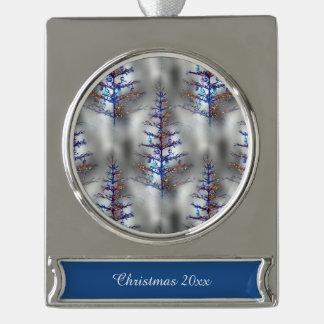 Árbol de navidad hivernal rótulos de adorno plateado