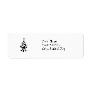 Árbol de navidad negro y blanco con los regalos etiquetas de remite