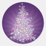 Árbol de navidad púrpura pegatina redonda
