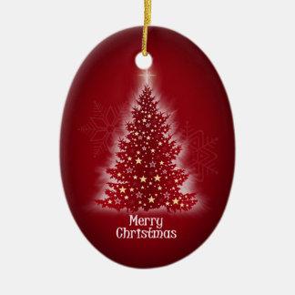 Árbol de navidad que brilla intensamente con las adorno de reyes