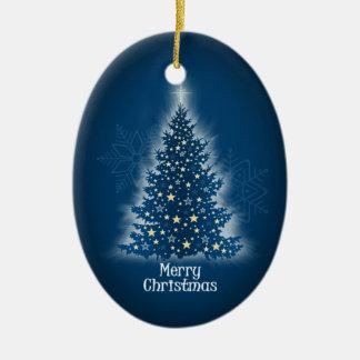 Árbol de navidad que brilla intensamente con las adornos de navidad