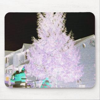 Árbol de navidad que brilla intensamente tapetes de ratones