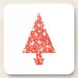 Árbol de navidad rojo en blanco posavasos de bebida