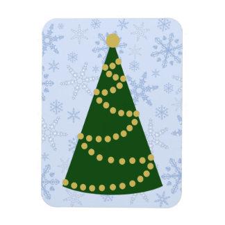 Árbol de navidad tradicional en ventisca del copo imán rectangular