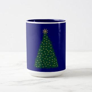 Árbol de navidad verde, caballos corrientes del tazas de café