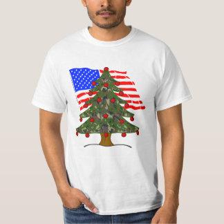 Árbol de navidad verde del camuflaje con la remeras