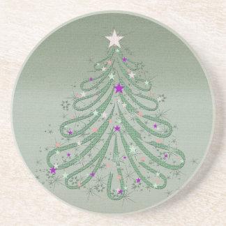 Árbol de navidad verde hermoso con las estrellas posavasos diseño
