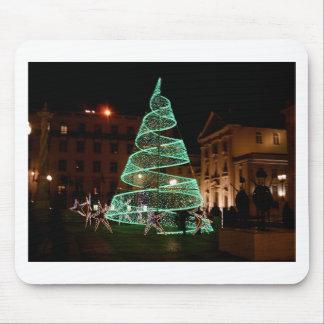 Árbol de navidad verde iluminado alfombrilla de ratones