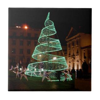 Árbol de navidad verde iluminado azulejo cuadrado pequeño