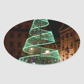 Árbol de navidad verde iluminado pegatina ovalada