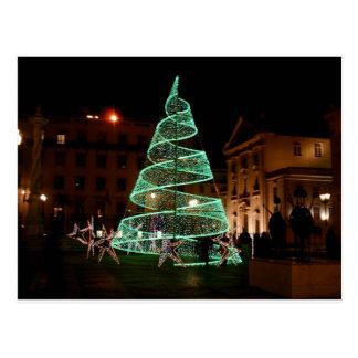 Árbol de navidad verde iluminado tarjetas postales