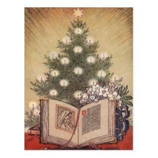 Árbol de navidad y biblia tarjeta postal