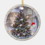 Árbol de navidad y cabra en el gorra de Santa Adorno De Navidad