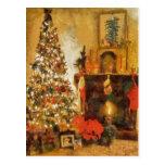 Árbol de navidad y chimenea viejos de la moda postal