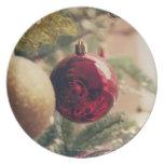 Árbol de navidad y decoración plato de cena