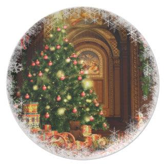 Árbol de navidad y regalos plato de comida