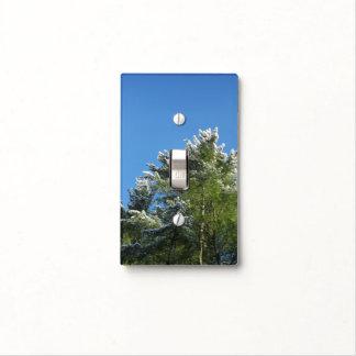árbol de pino Nieve-inclinado en el cielo azul Tapa Para Interruptor