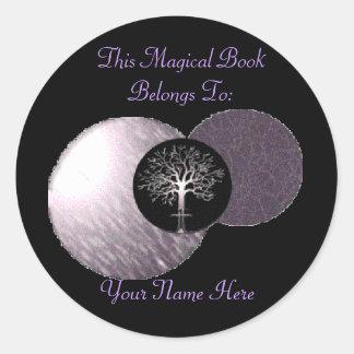 Árbol de Wiccan - placa de libro triple de la luna Pegatina Redonda