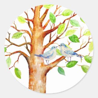 Árbol del boda con los pájaros azules pegatina redonda