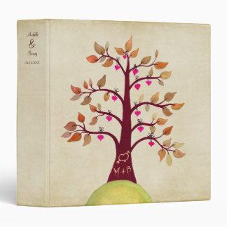 Árbol del boda del otoño de la caída que talla la