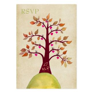 Árbol del corazón de la caída del otoño que talla tarjetas de visita grandes