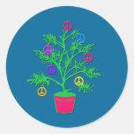 Árbol del día de fiesta del árbol de la paz con etiqueta redonda