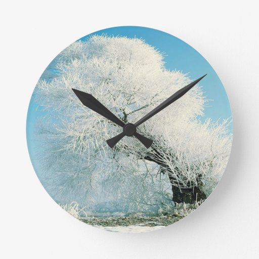 Árbol del hielo del invierno de la naturaleza reloj redondo mediano