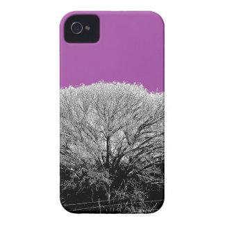 Árbol del invierno con púrpura Case-Mate iPhone 4 protectores