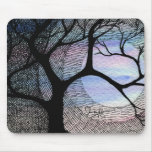 Árbol del invierno en la cruz azul de Blackground  Tapete De Ratón