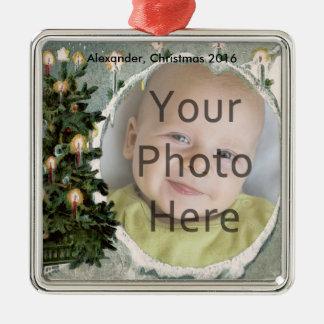 Árbol del invierno y velas de la foto de ornamento adorno navideño cuadrado de metal