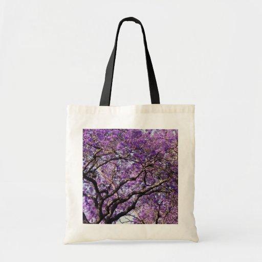 Árbol del Jacaranda en flores de la floración de l Bolsa Tela Barata
