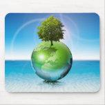 Árbol del mundo - concepto de la ecología tapetes de ratón