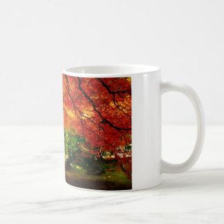 Árbol del otoño taza de café