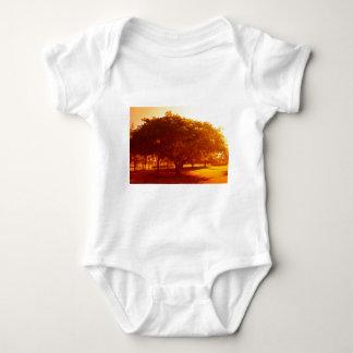Árbol en el parque t shirt