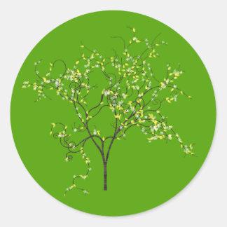 Árbol en fondo verde etiqueta