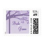 Árbol en franqueo púrpura del boda de la silueta