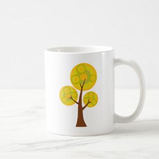 árbol en la caída taza