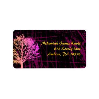 Árbol en las etiquetas del remite de maderas etiquetas de dirección